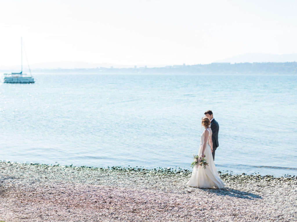 bride and groom in geneva on the shores of Lake Geneva