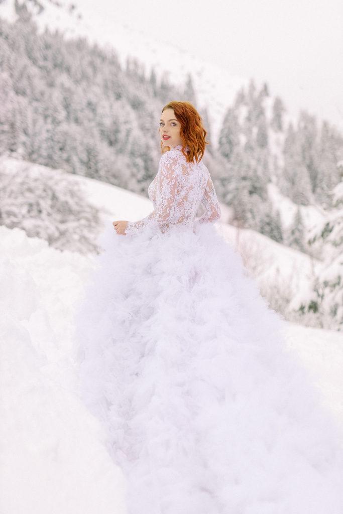 Mariée à la neige, mariage hiver, robe de mariée hivernale