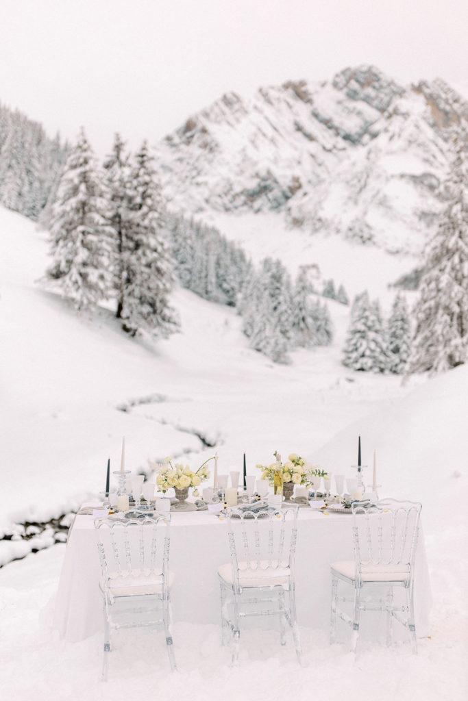 table de mariage à la neige, table mariage hiver, mariage à la montagne