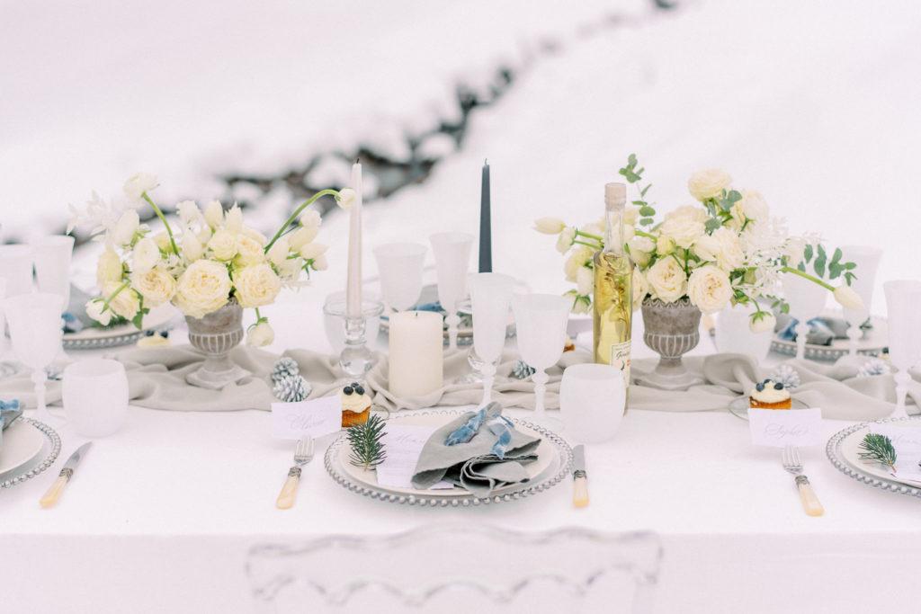 table for winter wedding, decoration for winter wedding, snowy wedding