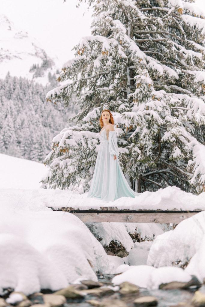 Mariée à la neige, mariage hiver, robe de mariée verte